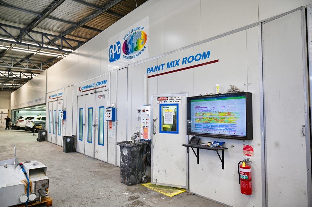 Adams Smash Repairs vehicle paint repair facilities